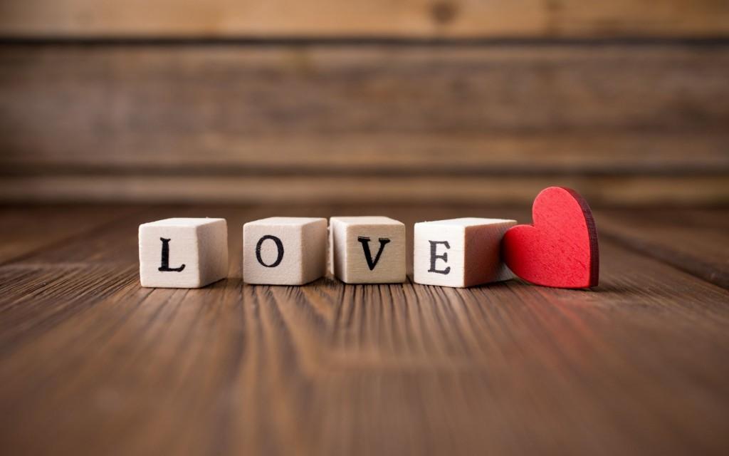 7 sikre tegn p at han virkelig elsker deg - Y letter love wallpaper hd ...